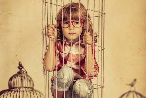 Тотальний контроль із боку батьків - блокує розвиток дитини
